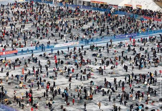 South korea 39 s ice fishing festival kids news article for Ice fishing tournaments mn